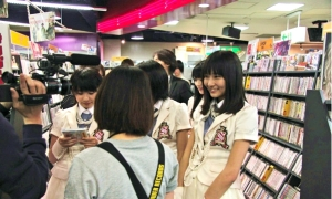 S/mileage promoting in Tower Records