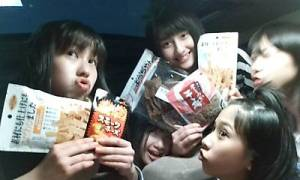 Ayaka, Momoka, Akari, Reni and Shiori