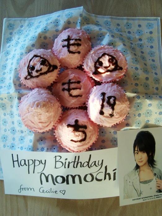 Banana/Chocolate Chip Cupcakes with pink frosting for you Momochi ~♥