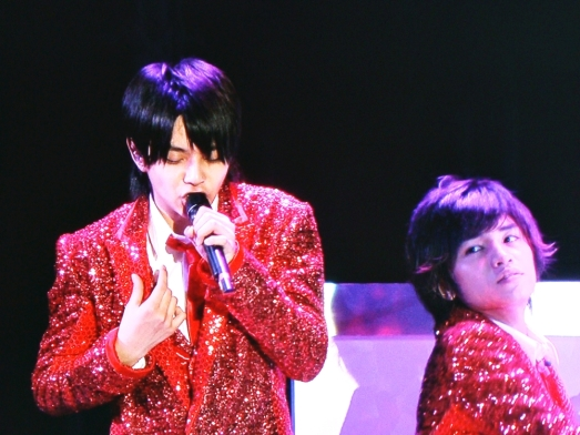 Cute, how Kento was looking in Shori's direction during his solo line~